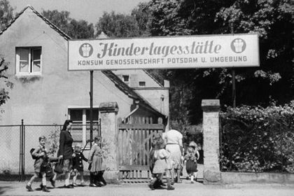 "Film still for ""Kindergärten"""